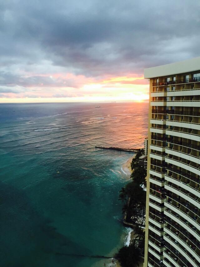 ハワイ シェラトンホテルから見たワイキキビーチ