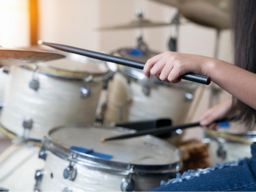 ドラムを習ってバンドを結成にいたりました