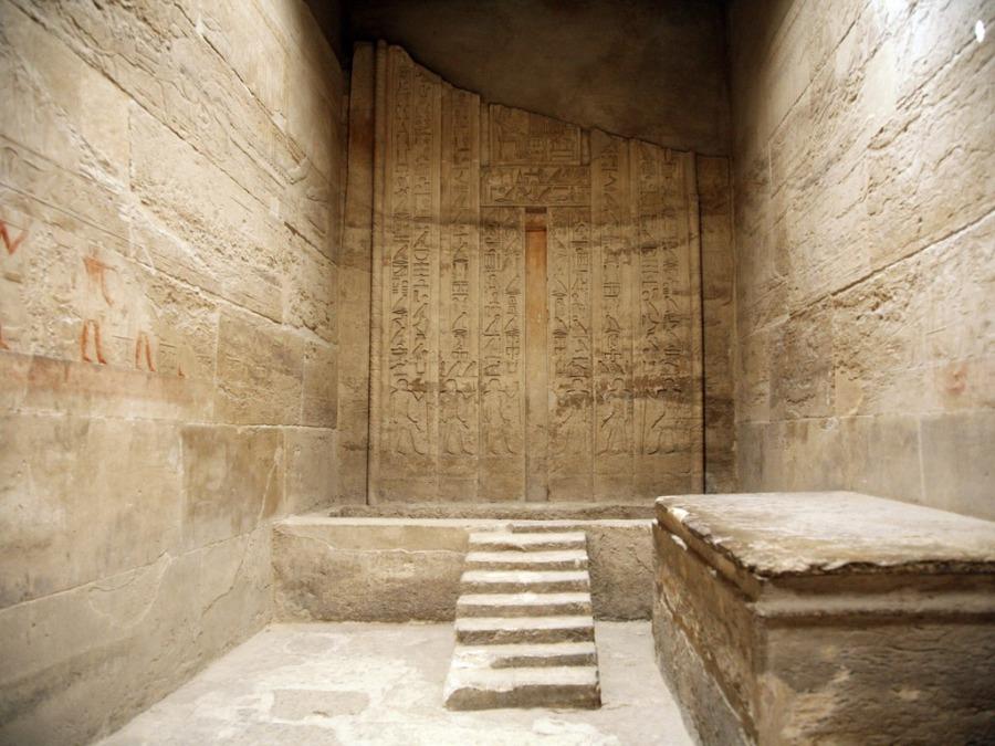 エジプトのピラミッドの内部に入ってみました